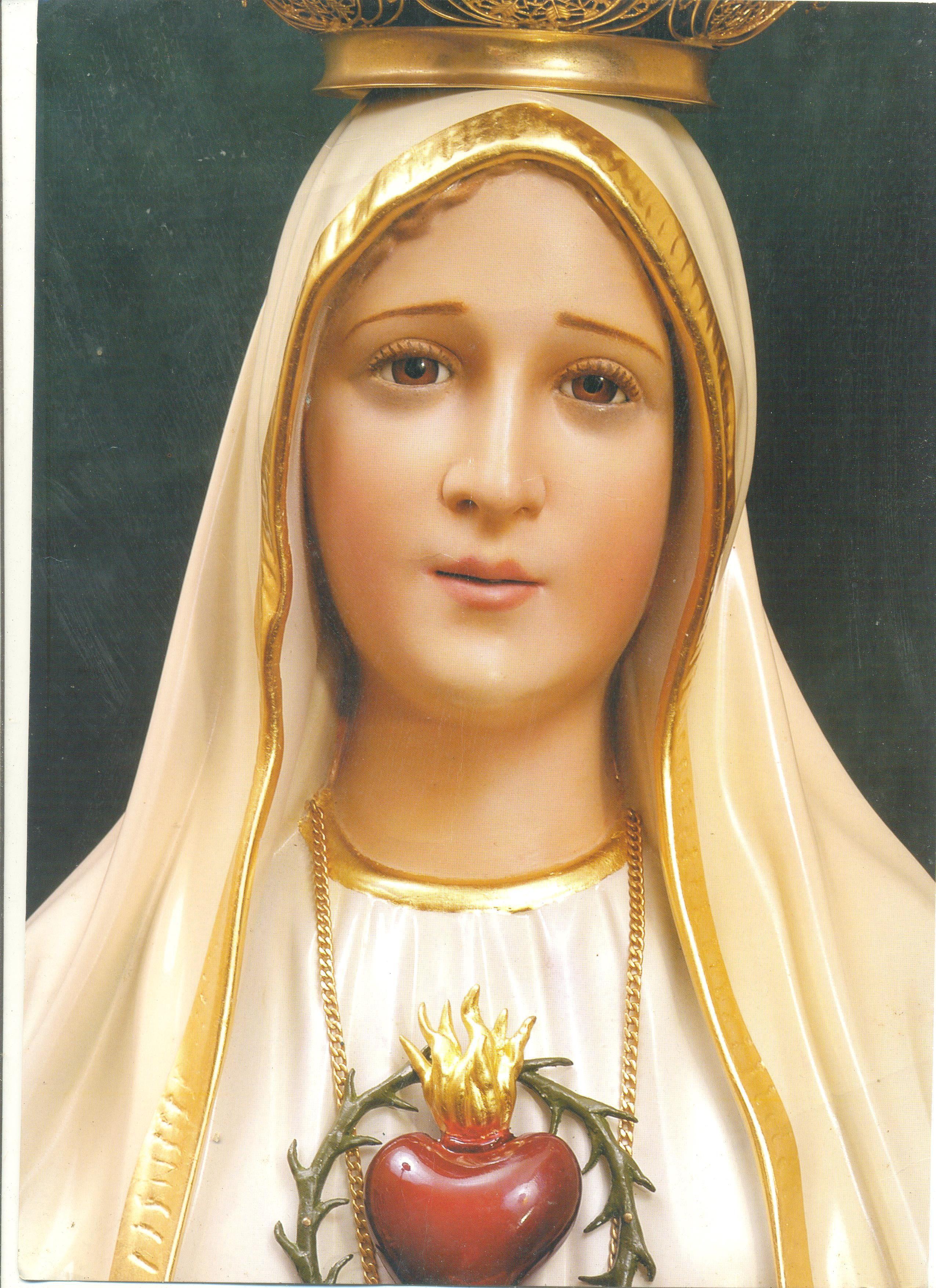Fátima, a santinha  que Haroldo me deixou de herança e que me acompanha me abrindo os caminhos, me dando proteção, e eu que não conhecia nada de santos agradeço as bênçãos maravilhada