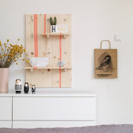 DIY a storage shelf for a kid's room. You can re-position the wooden sticks and arrange the planks to suit your needs. (in German)