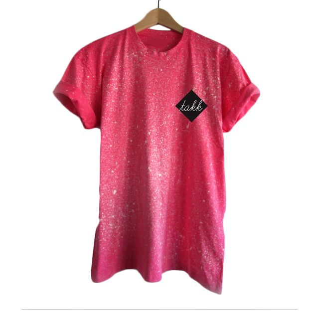Camiseta Spray Rosa de Takk Clothing