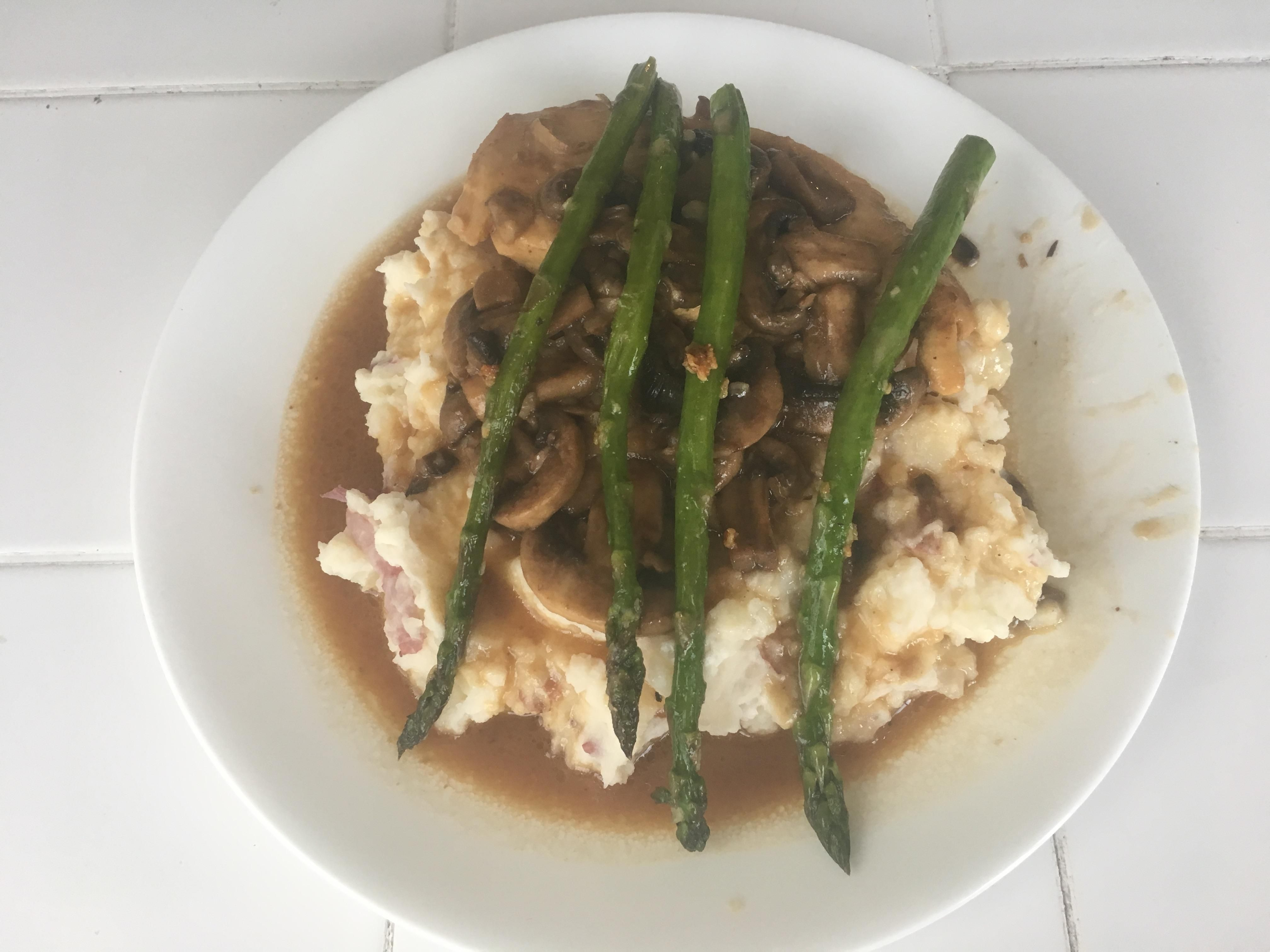 Wife has been stressed with school so I surprised her with a homemade version of Cheesecake Factory's Chicken Madeira (tastes much better than my lack of plating skills imply) #tonightsdinner #nofilter #homemade #yummy #veggie #topchefs