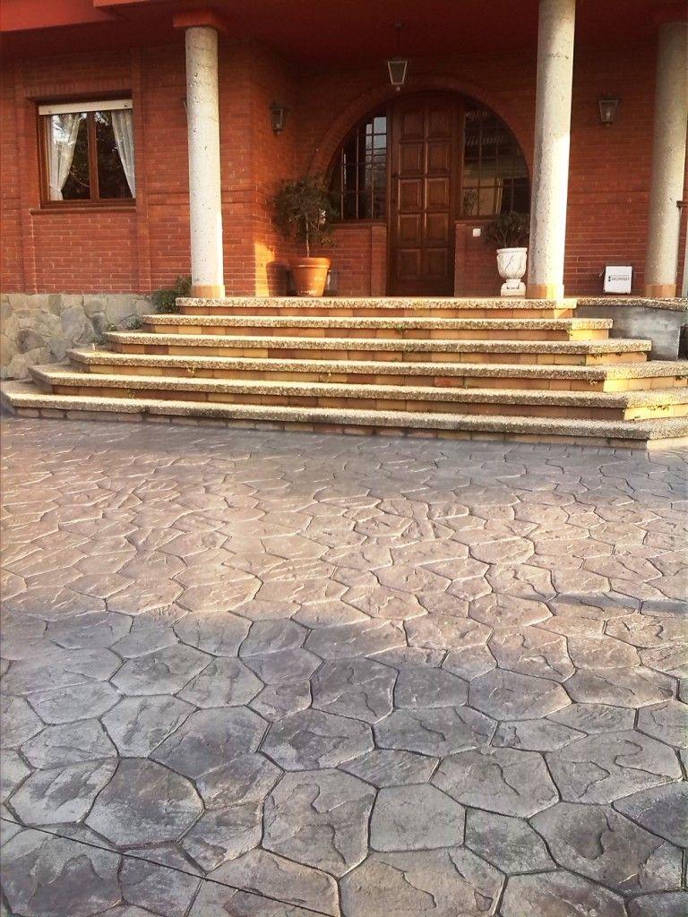 Pavimento de entrada a una casa particular hecho en piedra aquitania y color corcho envejecido - Pavimento de corcho ...