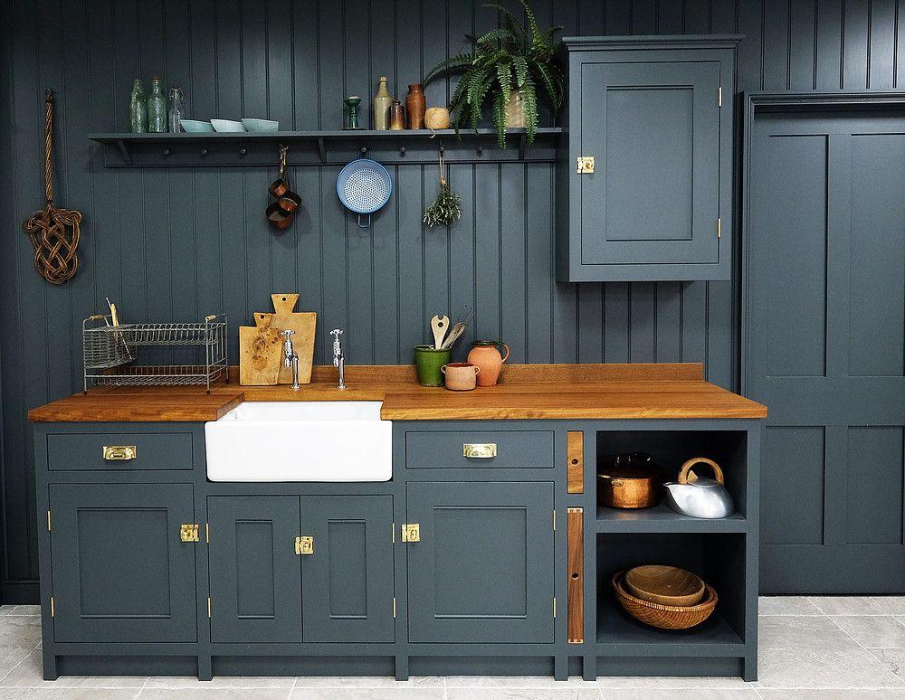 Pin By Nadia Ravi On K I T C H E N Classic Kitchen Cabinets Handmade Kitchens Kitchen Cabinet Design