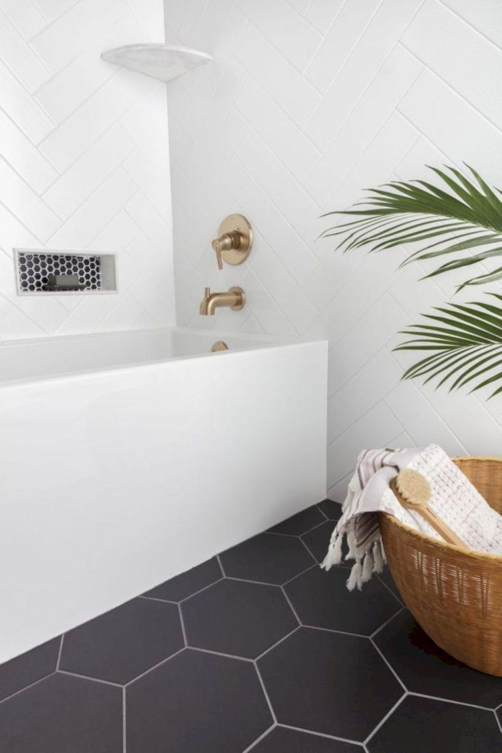 31 Inspiring Bathroom Tile Ideas In 2020 White Bathroom Tiles Stylish Bathroom Bathroom Design