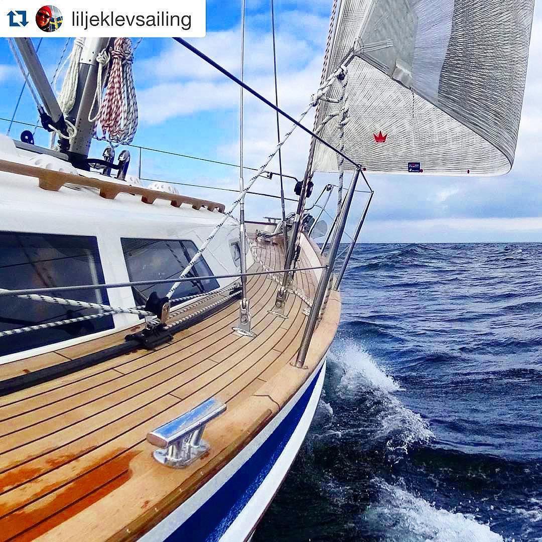 Hallberg-Rassy 40 Mk II Repost @liljeklevsailing Nice sailing inside Langeland today. #hreastersailing #hallbergrassy40mkii #hallbergrassy #segelbåt #segelyacht #segling #segeln #seilmagasinet #magasinetseilas #båtliv #yacht #yachting #yachtlife #yachtandsail #vsyc #sailchecker #sailzone #sailingstagram #sailcheck #germanfrers #frersdesign by hallbergrassy