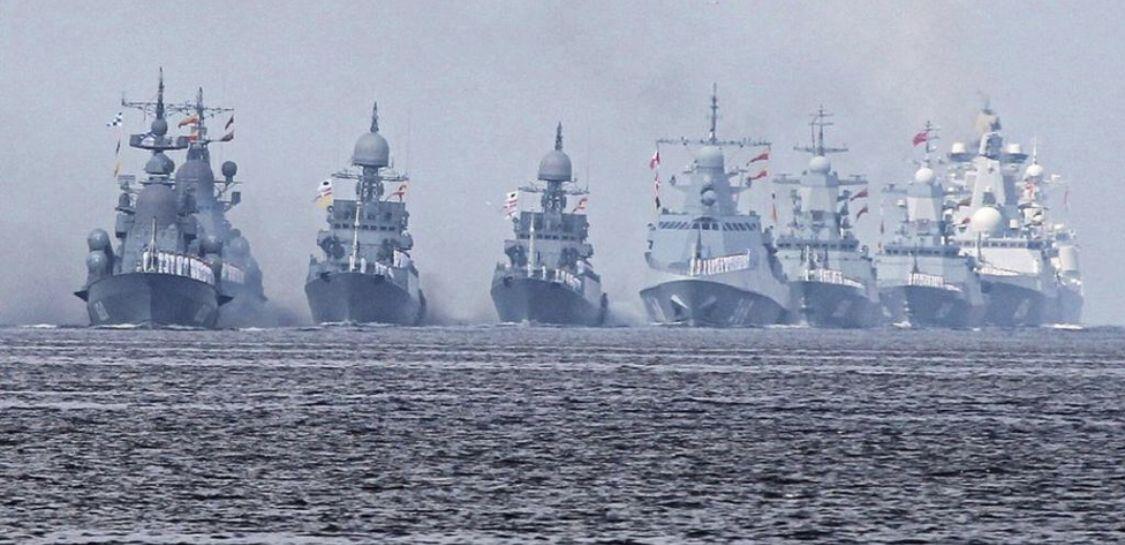 Pin By Robert Duncan On Warships Navy Day Navy Ships Warship