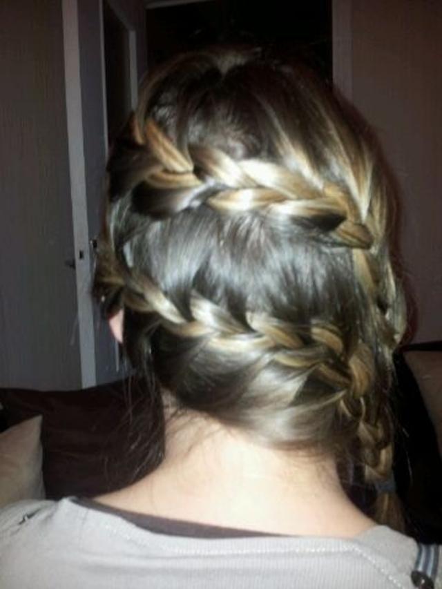 Double tresse idée coiffure a réaliser seule cheveux mi