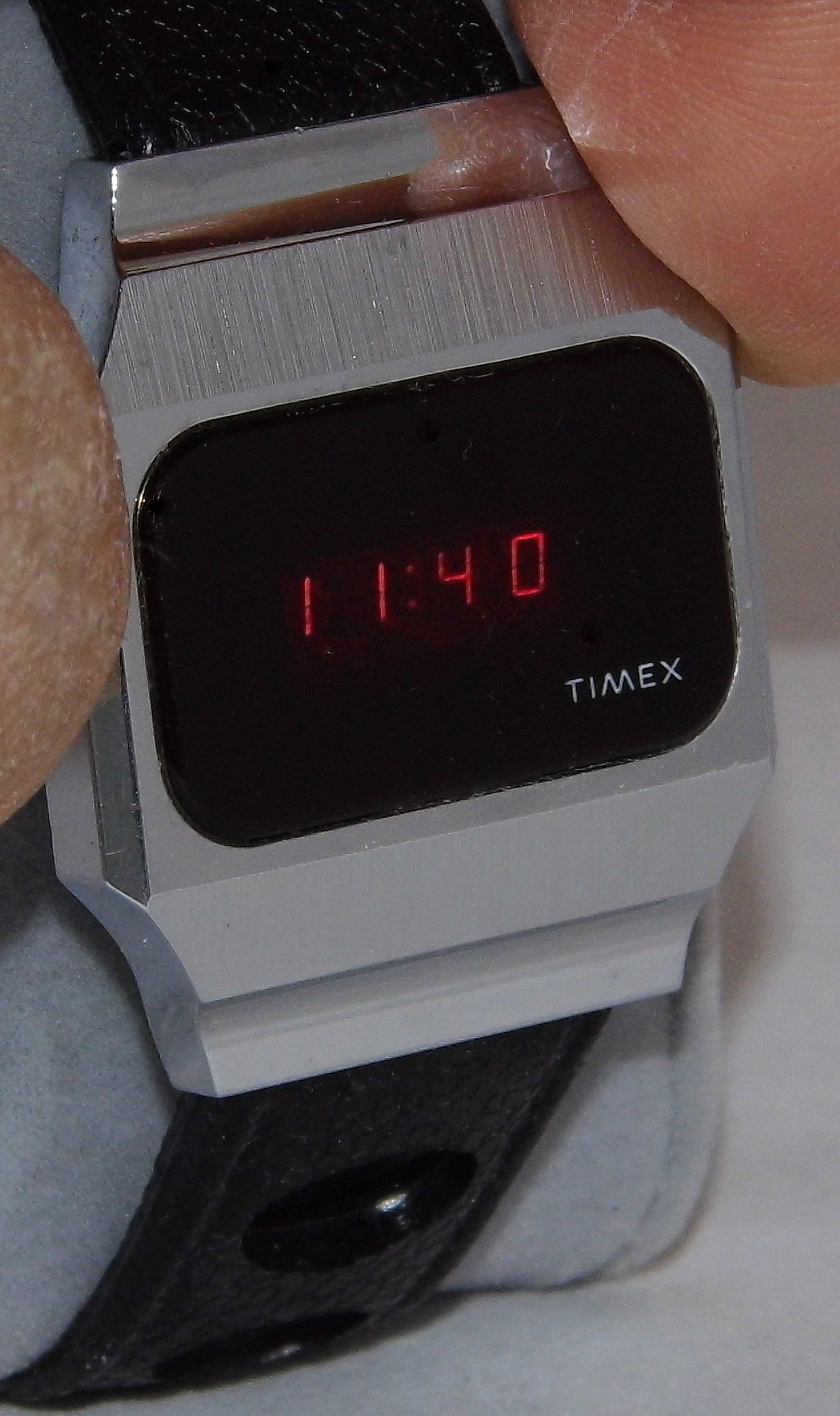 ca8a851fd1b Vintage Timex Men s Electronic Digital Wrist Watch