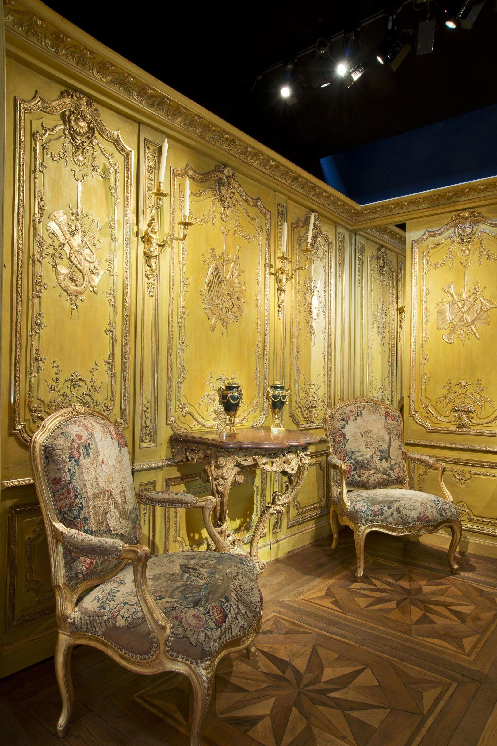 La Biennale Paris 2017 #booth #woodpaneling #antiques #exhibition ...