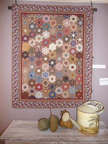 Afwerken Van Een Quilt.Hexagon Quilt Afwerken Patchwork Poppen Quilt Zeshoeken En Quilts