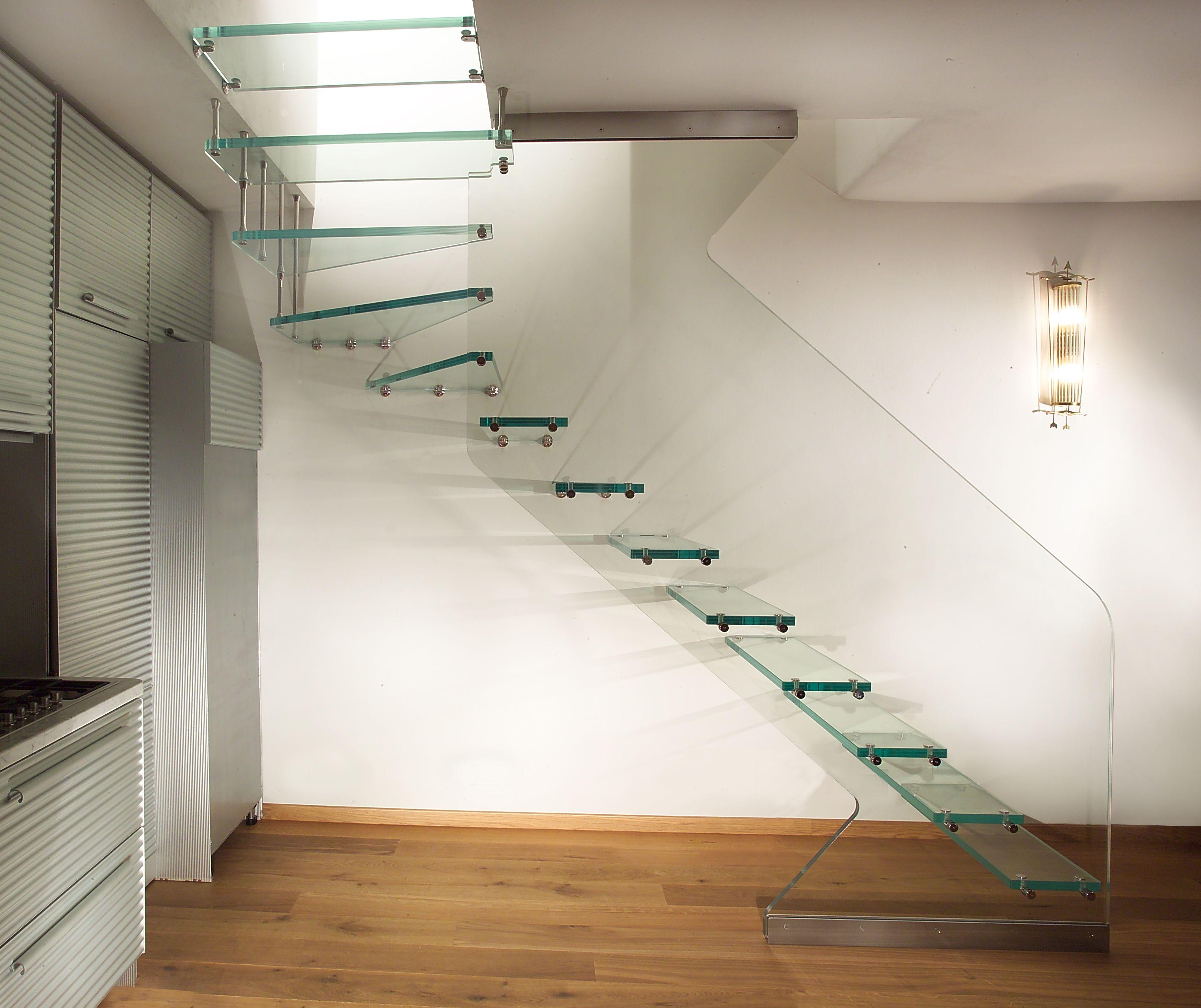 escalier quart tournant suspendu tout en verre www. Black Bedroom Furniture Sets. Home Design Ideas