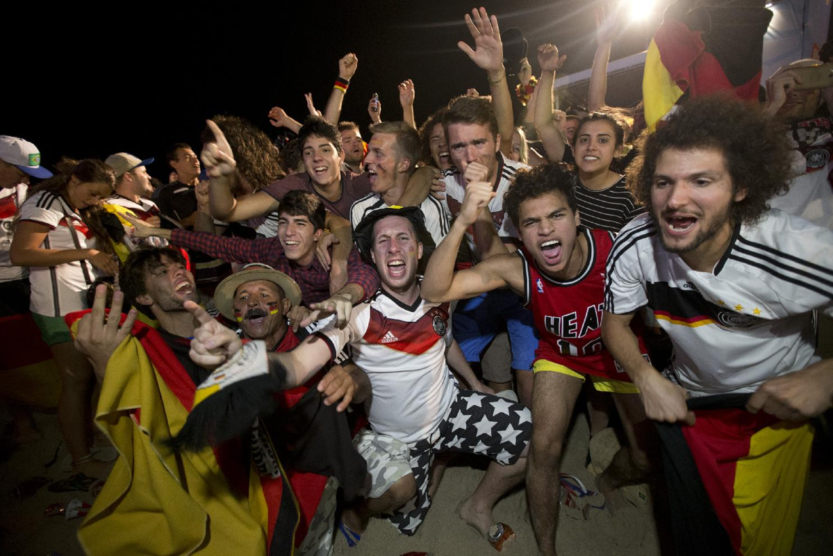 Germany Fans Celebrate The 2014 World Cup Title World Cup World Cup Champions World Football