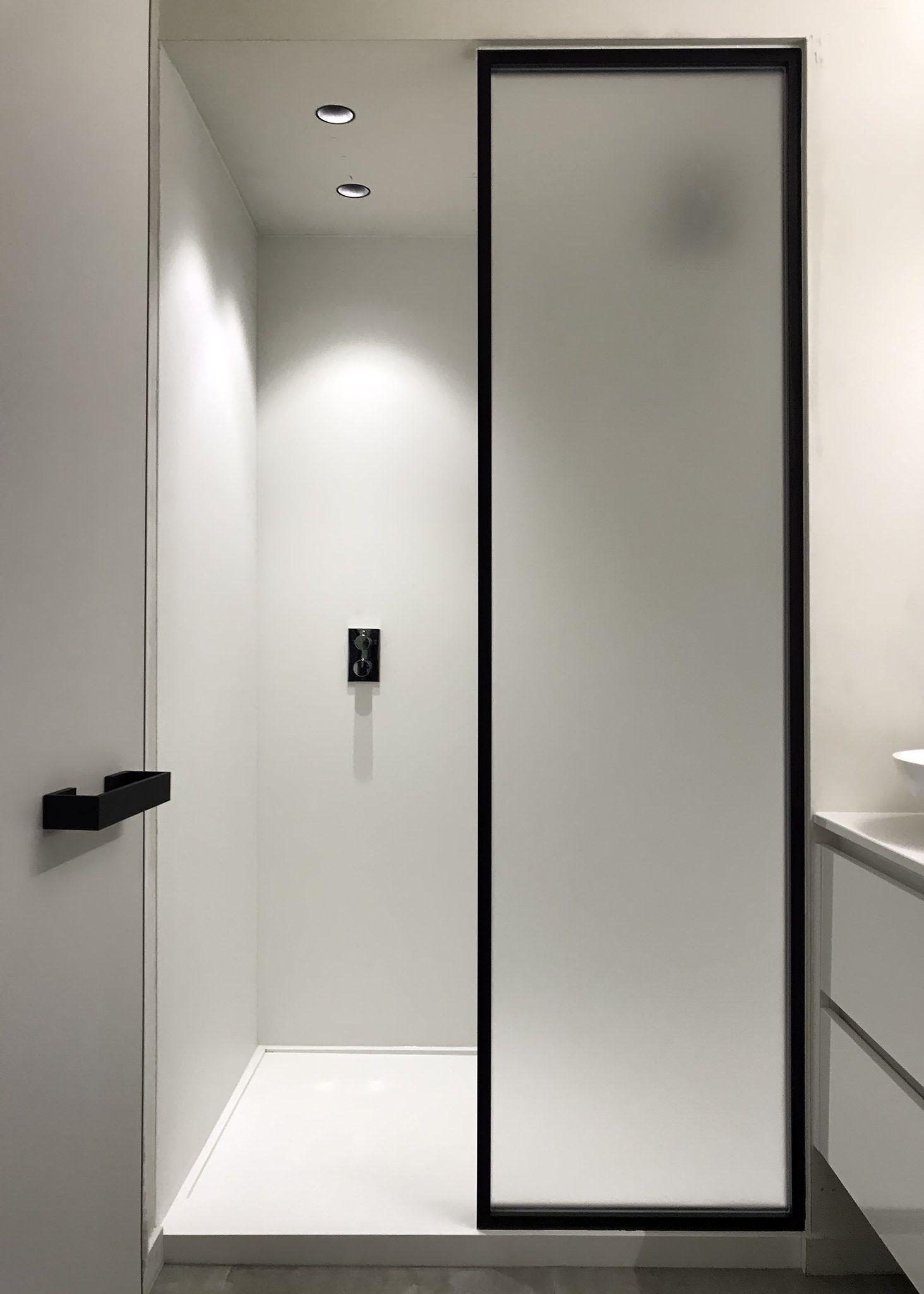Steel Look Douchewand Uitgevoerd Door Onze Verdeler The Doors Brugge Badezimmerideen Duschideen Badezimmer