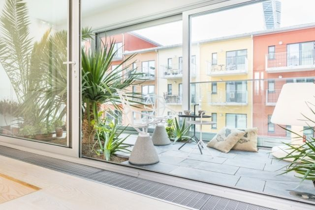 Fußboden Fliesen Wintergarten ~ Balkon wintergarten raumhohe verglasung bodenfliesen palmen