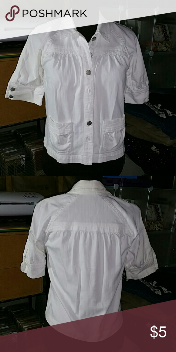 b062c1aeba1834 Any 5 items for 10.00 Blouse by Chico s we are a pet and non smoking home  Location 20 Chico s Tops