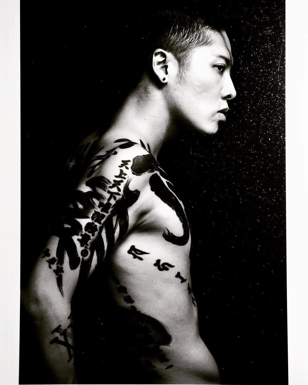 Pin By Coral Andrade On Filter Me Black White Miyavi Miyavi