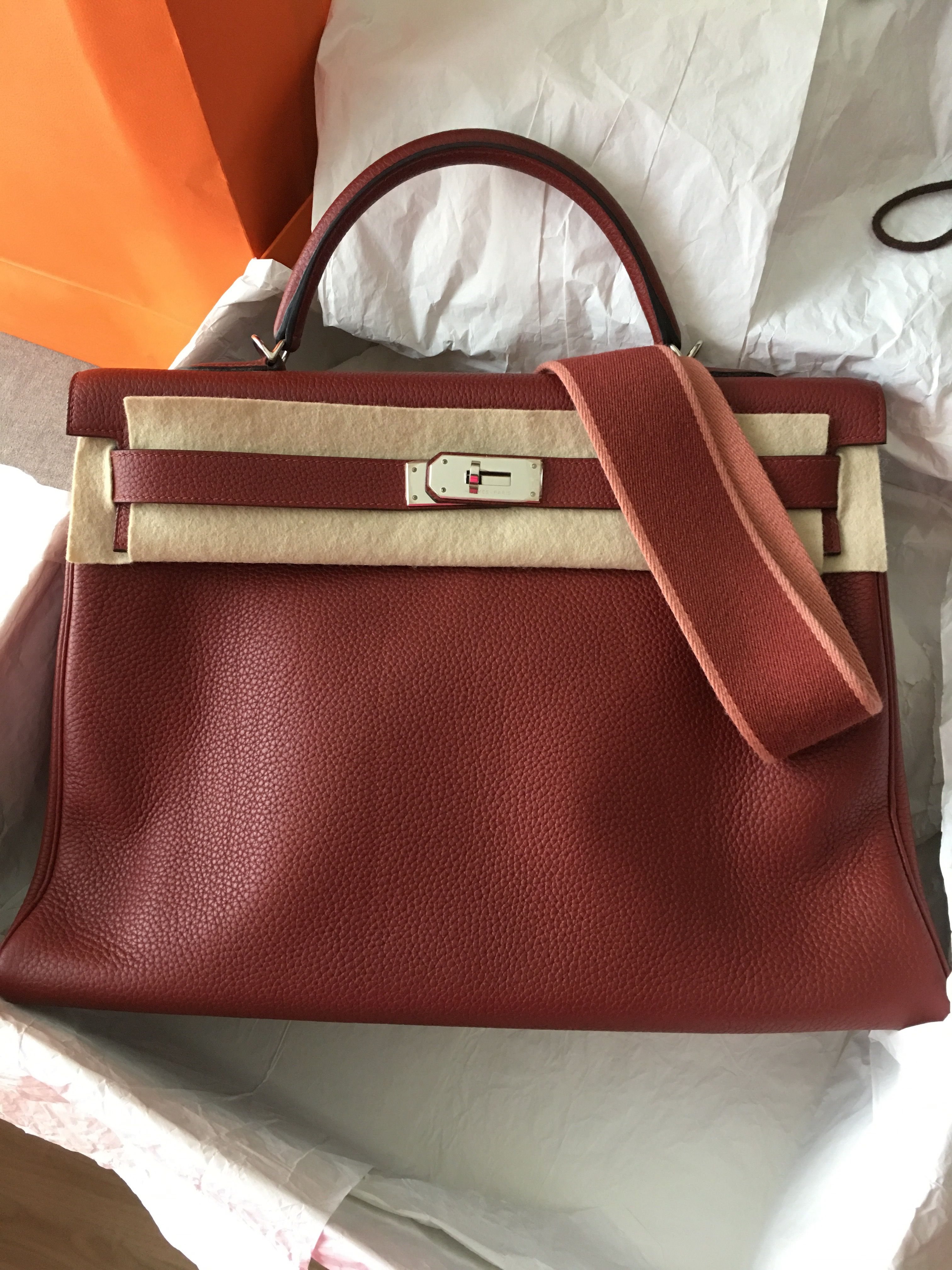 ca099d132faa Model  Hermes Kelly 40 Year  R Color  Rouge H Leather  Clemence Hardware