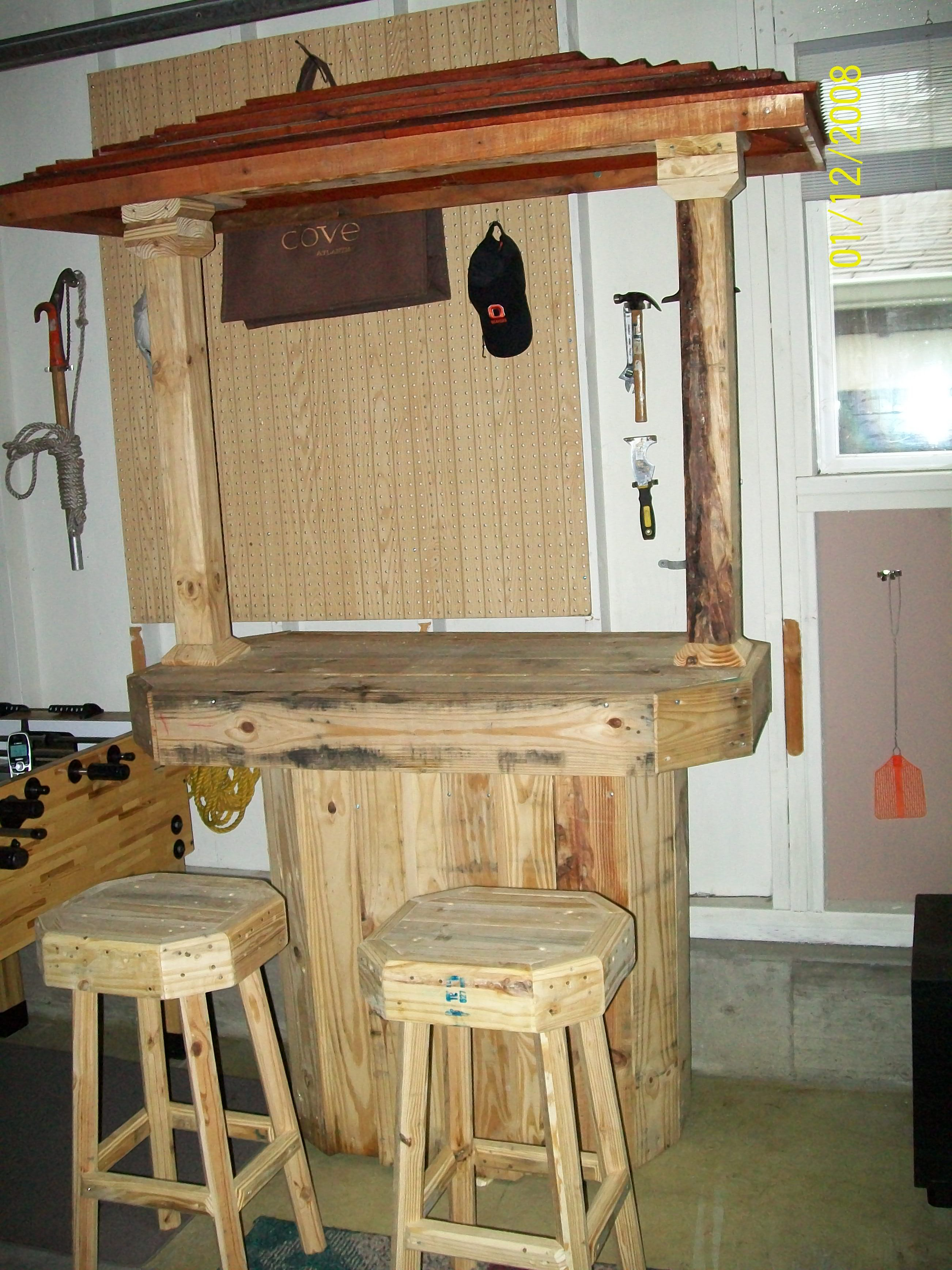 Selbstgebaute Bar Pin By Cynthia !!! On Pallet Furniture Ii | Pallet Bar Stools, Pallet Bar, Wood Pallet Projects
