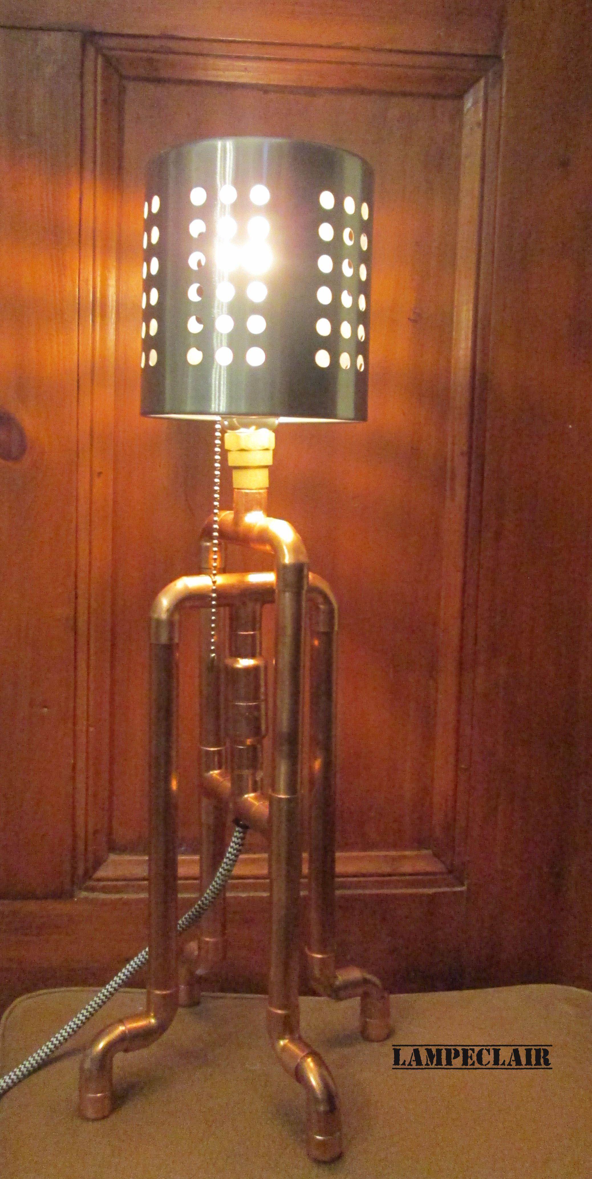 Lampe de table ou de bureau avec tuyaux de cuivre pi¨ces recyclées