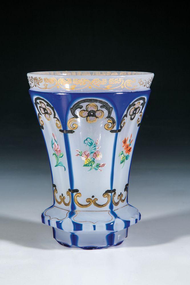 becher b hmen um 1845 wei es alabasterglas mit blauem berfang boden mit kerbschliffstern. Black Bedroom Furniture Sets. Home Design Ideas