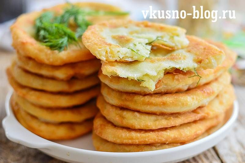 Тонкие жареные пирожки с картошкой на кефире | Рецепт ...