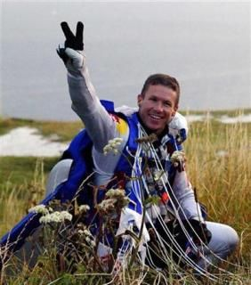 Felix Safely Jumps From The Stratosphere Over New Mexico I Really Didn T Think He D Make It Felix Baumgartner Felix Space Travel