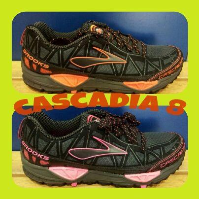 CASCADIA 8: ahora en negro/naranja para ellos y negro/rosa para nuestras Runners. Un clásico que se repite-repite-repite cada temporada. Por qué será? — en J'ARRIBU.