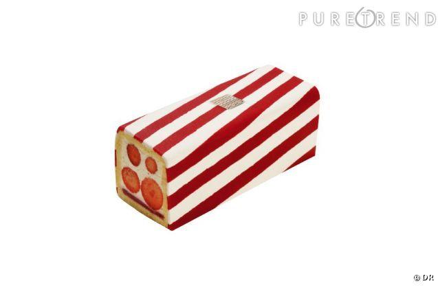 Fauchon: Fraisier Le Biarritz (biscuit léger, gelée fraises-framboises, chantilly chocolat blanc et vanille Bourbon, fraises Mara des Bois et fourreau de pâte d'amande), collection Fauchon les Bains été 2012, Fauchon