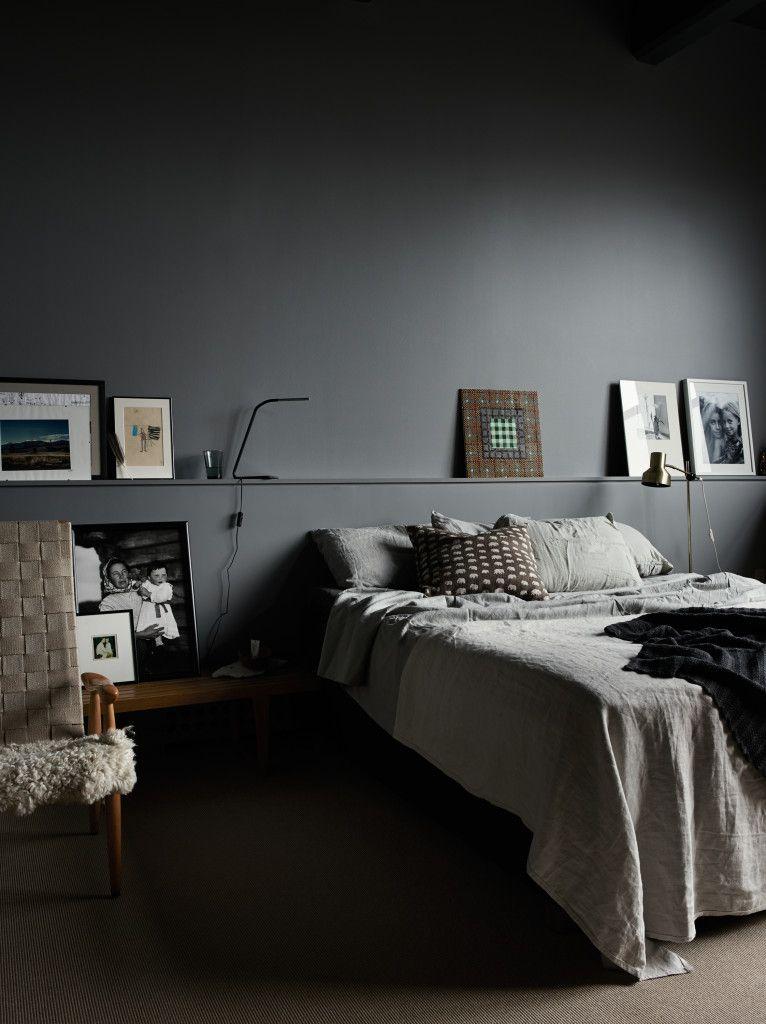 ein schlafzimmer einmal ganz dunkel kolorat wandfarbe schlafzimmer schlafzimmer bedroom. Black Bedroom Furniture Sets. Home Design Ideas