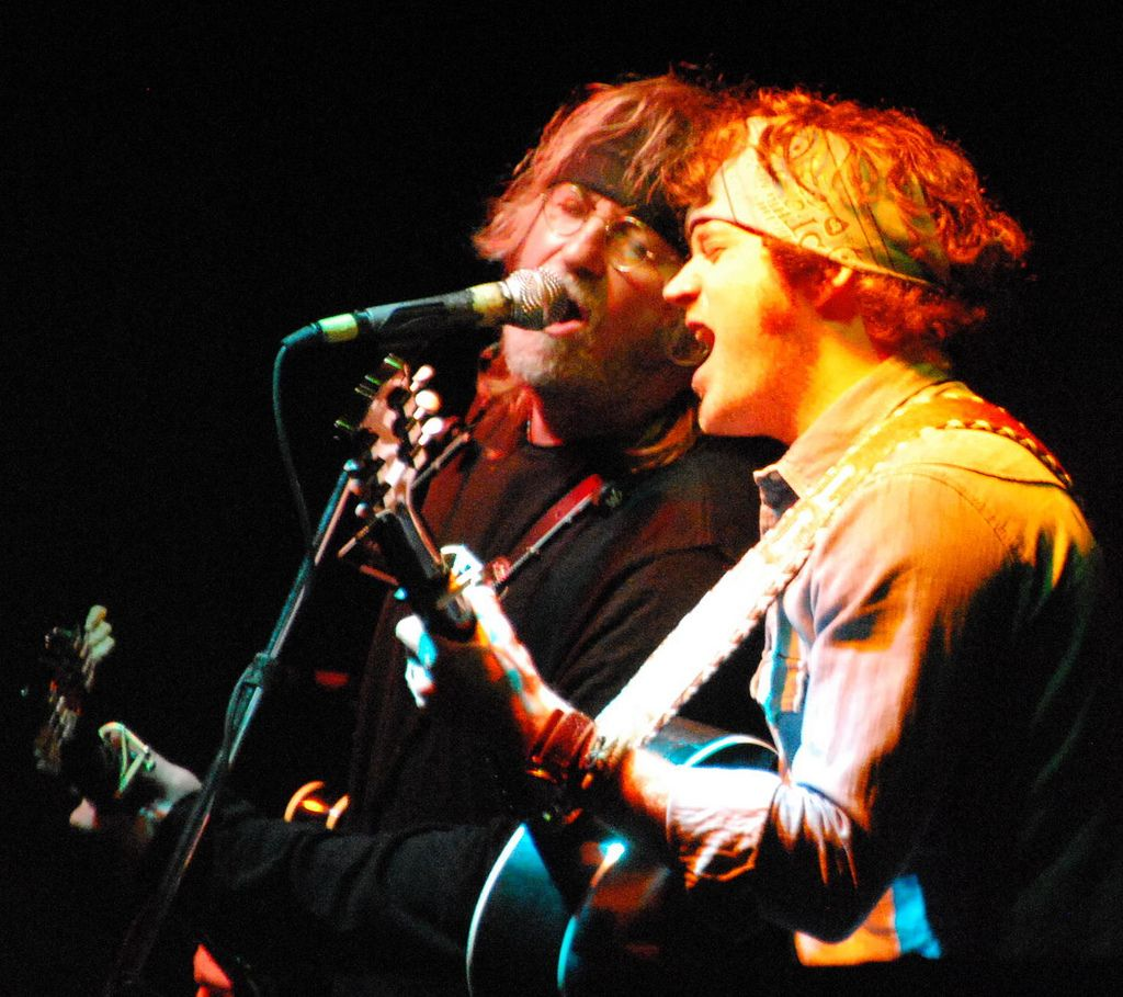 Ray Wylie Hubbard singing with Lincoln of Liz and Lincoln