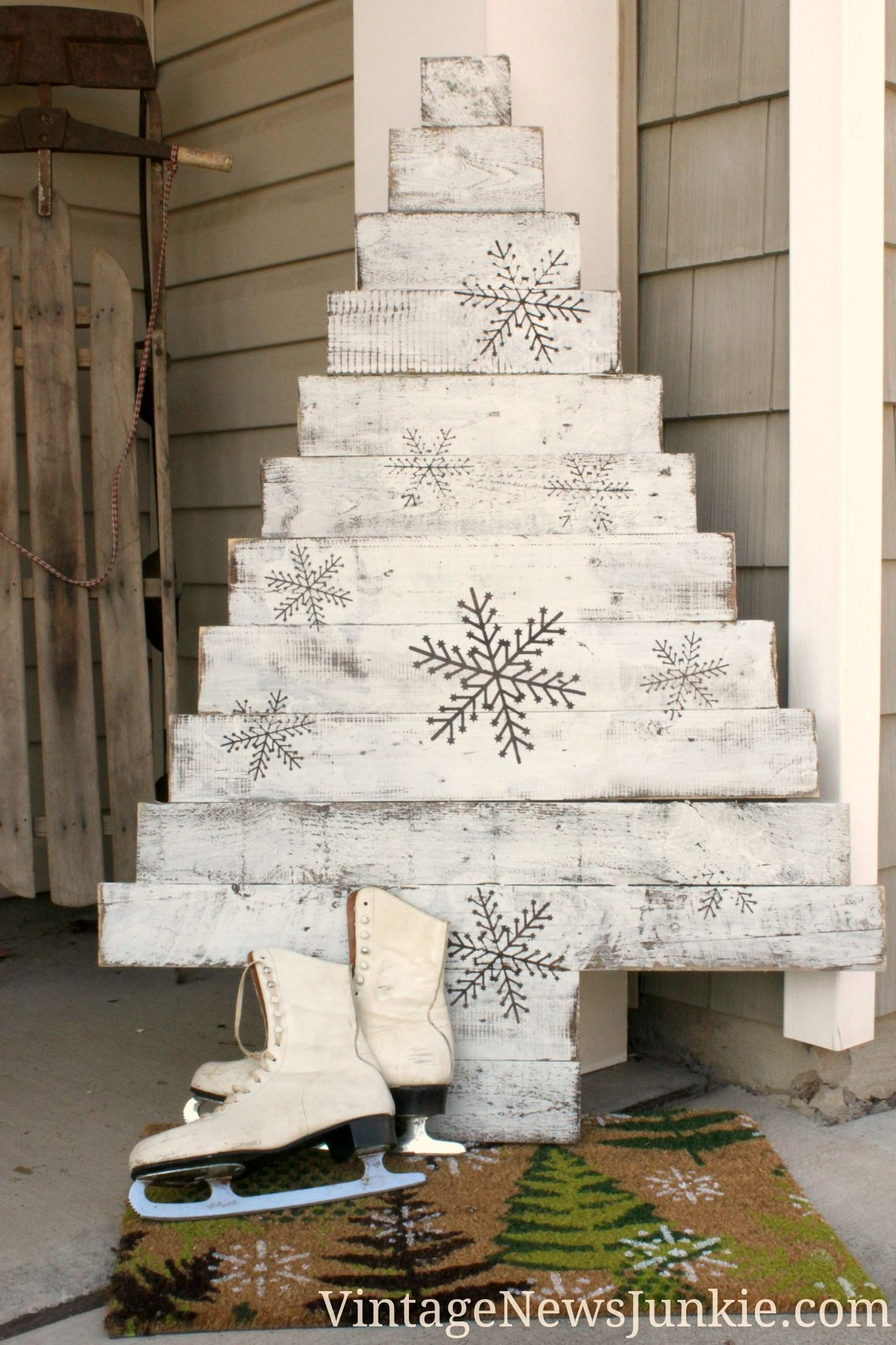 DIY Wood Pallet Christmas Tree {TWO Video Tutorials} & HUGE ...