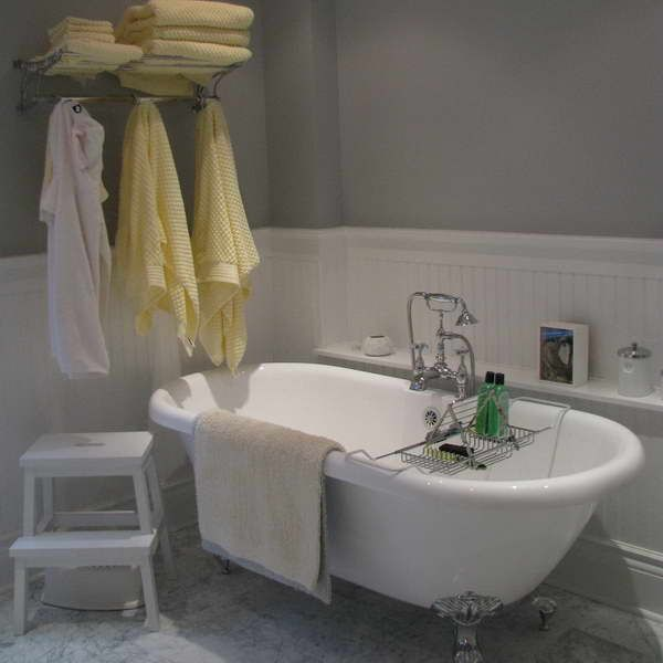 17 Best images about white wainscoting bathroom on Pinterest ...