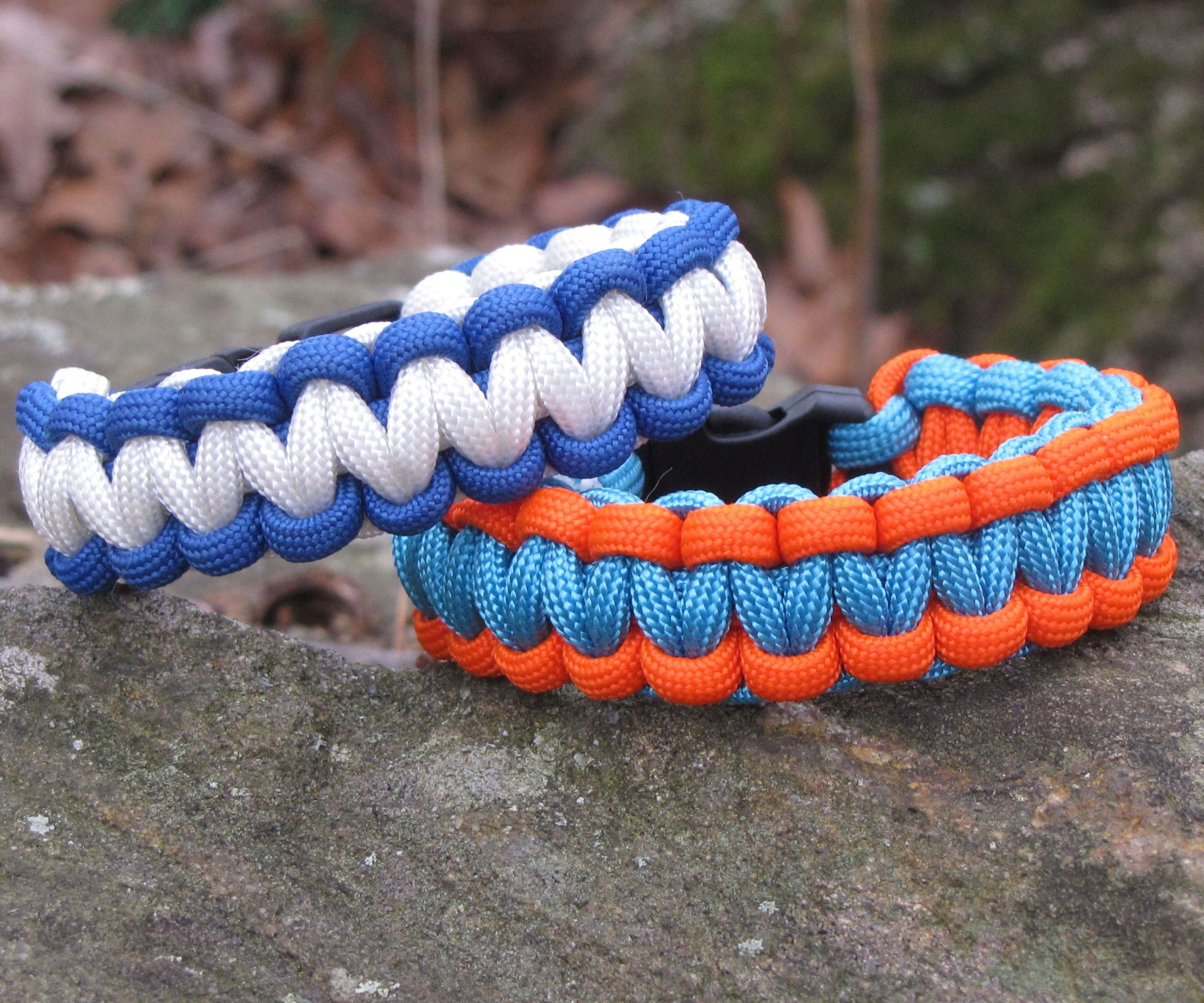 How To Make A Two Color Survival Bracelet With Images Paracord