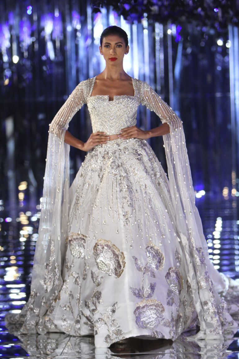 Manish Malhotra\'s Dreamy Wedding Collection at India Couture Week ...