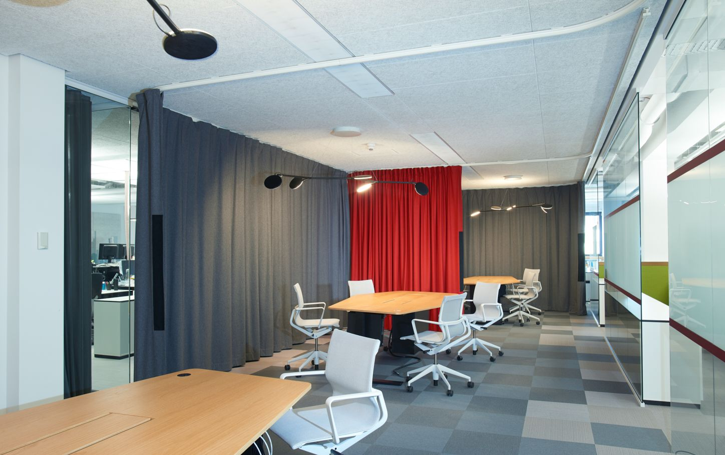 Office Sound Curtains Used To Isolate Meeting Rooms