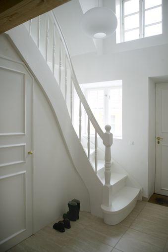White Stairway White Staircase House Mold Stairs Design