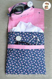 7de4517034c128 Porta jaleco com bolso para guardar estetoscópio e necessaire para ...