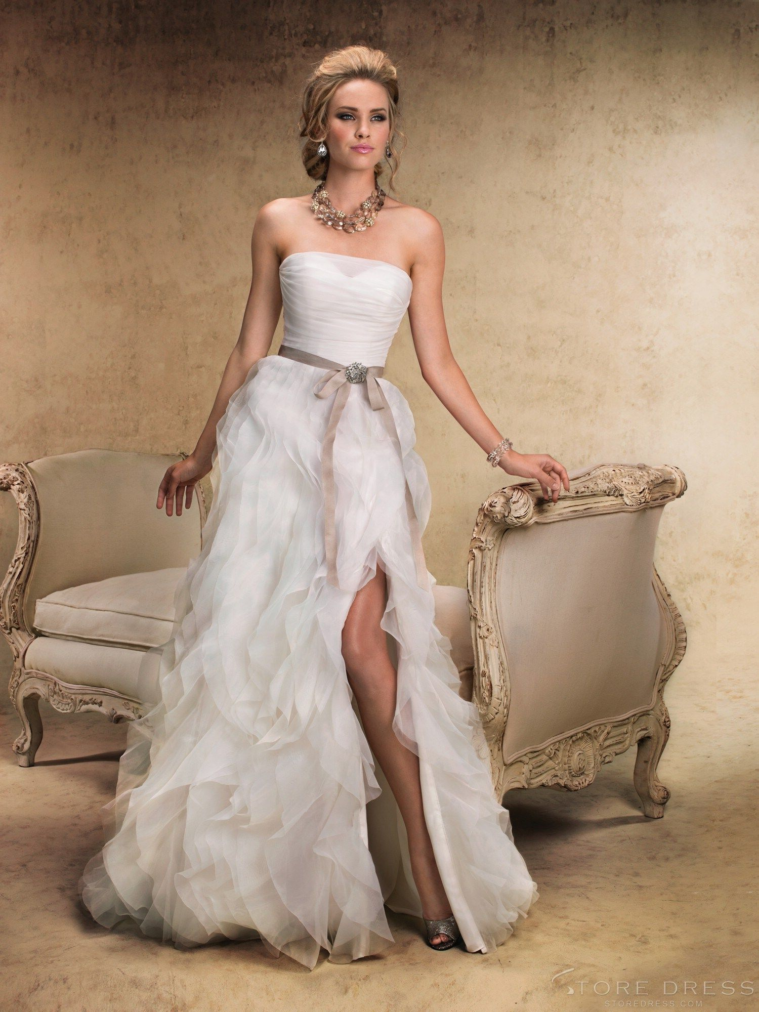Top fashion aline strapless court chiffon wedding dress at