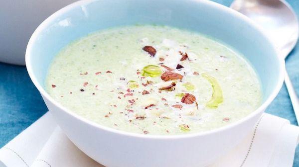 Velouté de brocolis au fromage frais et aux noisettes