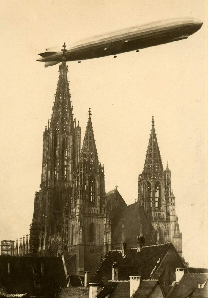 German airship lands in Moscow, 1930
