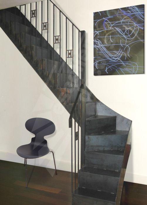 escalier m tallique photo dt64 esca 39 droit 1 4 tournant bas marches en t le lisse pli e. Black Bedroom Furniture Sets. Home Design Ideas
