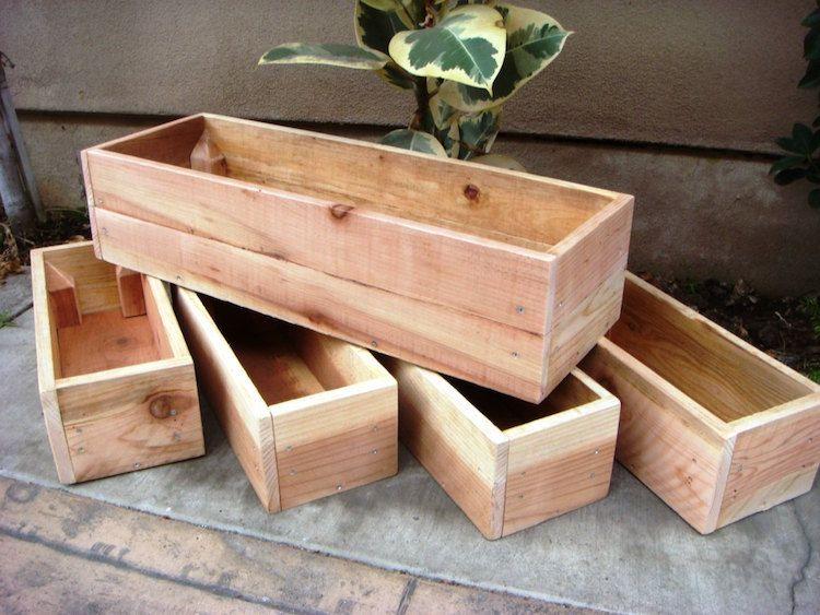 Faire une jardini re en bois et la d corer joliment pour en profiter au maximum le jardin for Jardiniere en bois pour potager