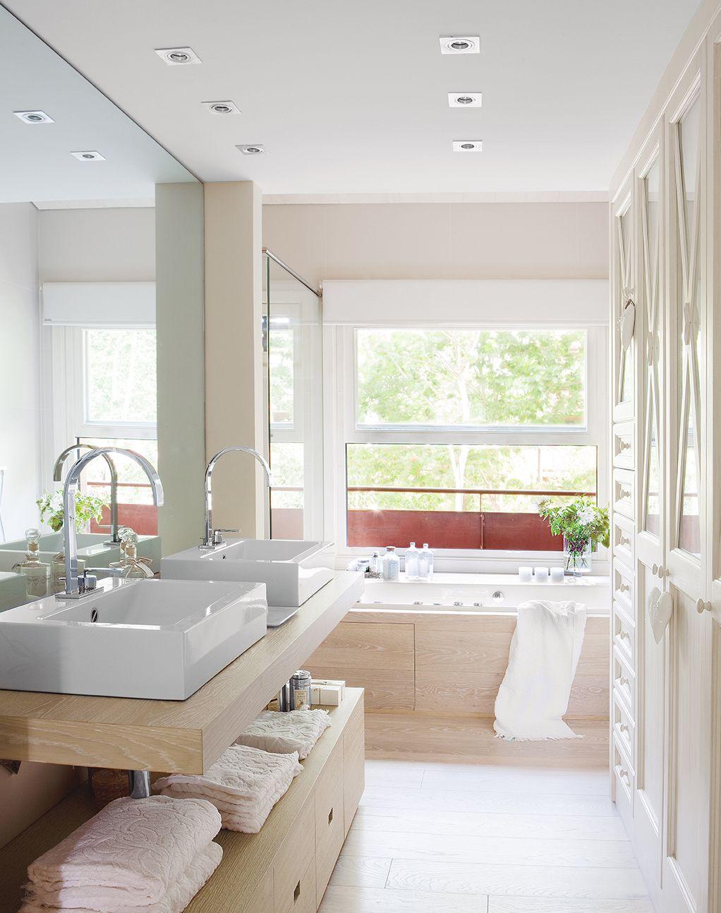 Un baño en la suite principal.   Cuarto de baño acogedor ...