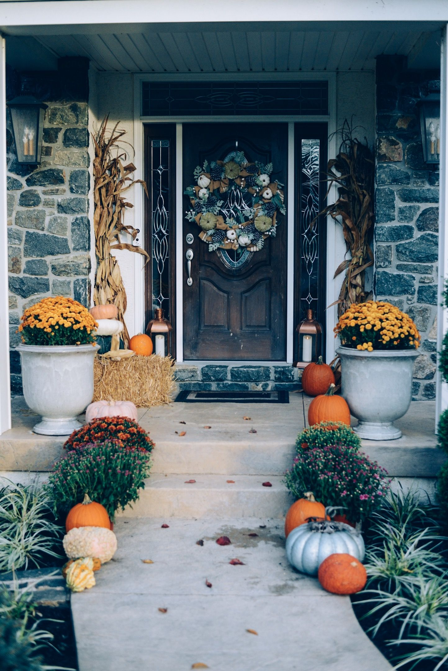Fall Front Porch Decorating Ideas Instinctively En Vogue Fall Front Porch Decor Porch Decorating Front Porch Decorating