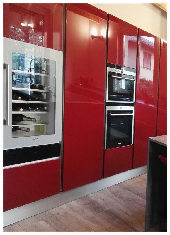 Cucina Rossa | Cucina in Vetro Nero Opaco e Rosso Laccato Lucido ...