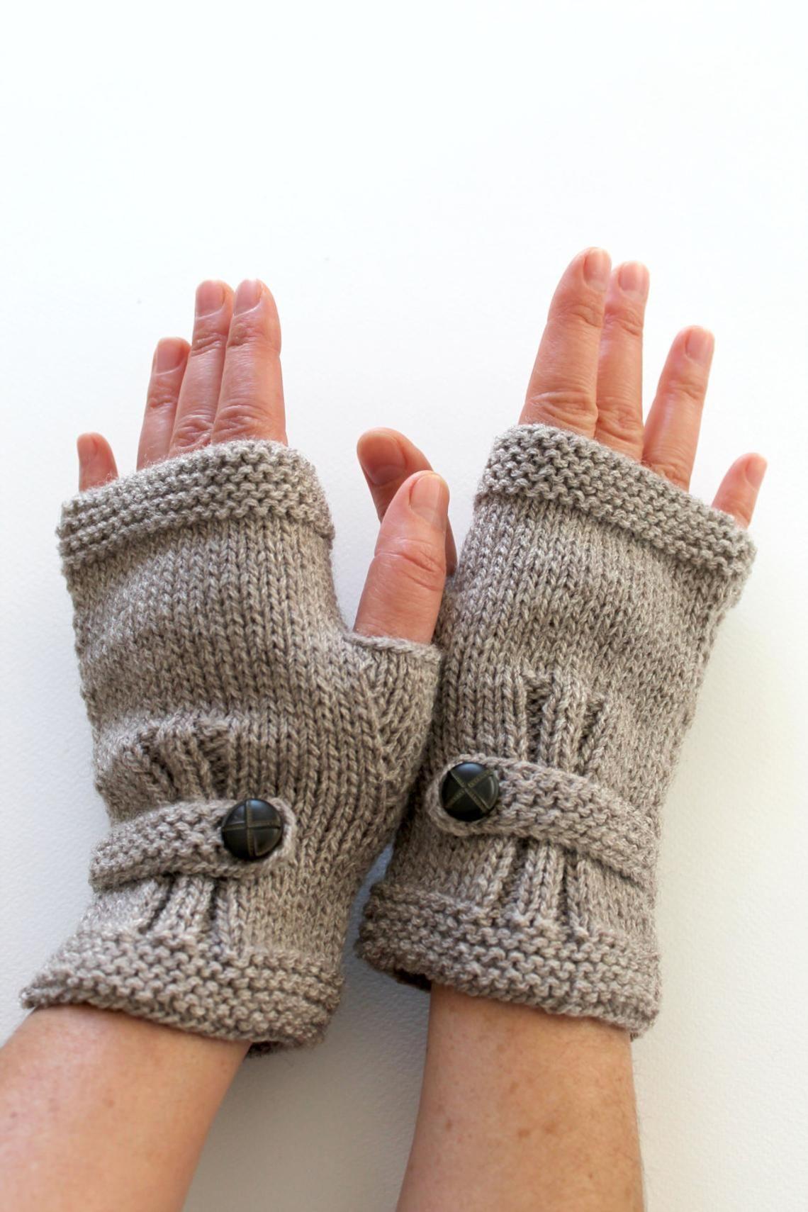 Ähnliche Artikel wie Stricken Sie Handschuhe Männer, Armstulpen Dunkelbeige, Hand-Stulpen-Unisex, Buttom Handschuhe wolle, Winter-Zubehör, Liebhabergeschenk, Vatertag auf Etsy