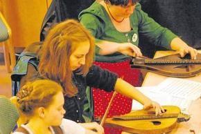 Playing streich zither http://www.berchtesgadener-anzeiger.de/home_artikel,-Halb-Zither-und-halb-Geige-_arid,104230.html