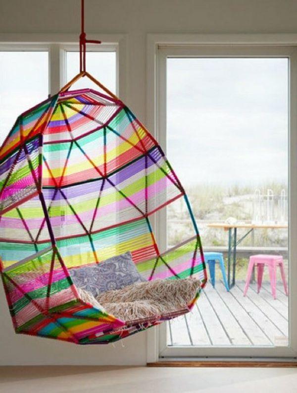 Hängender Sessel In Bunten Farben