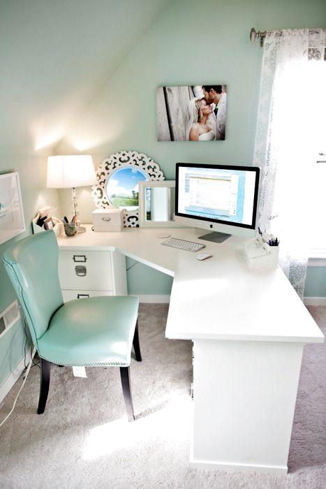 I really like this, it would be a great way to position my L shaped desk! it would let me use the desk from both sides and divide the room a little (plus i could watch tv from my desk). #officedesign #officedecor #officedecorideas #officedesk #dreamoffice #dream #office #home #luxury #classy #atwork #business #workspaces #ideas #decor #style #space #inspiration #desk #decoration #chic
