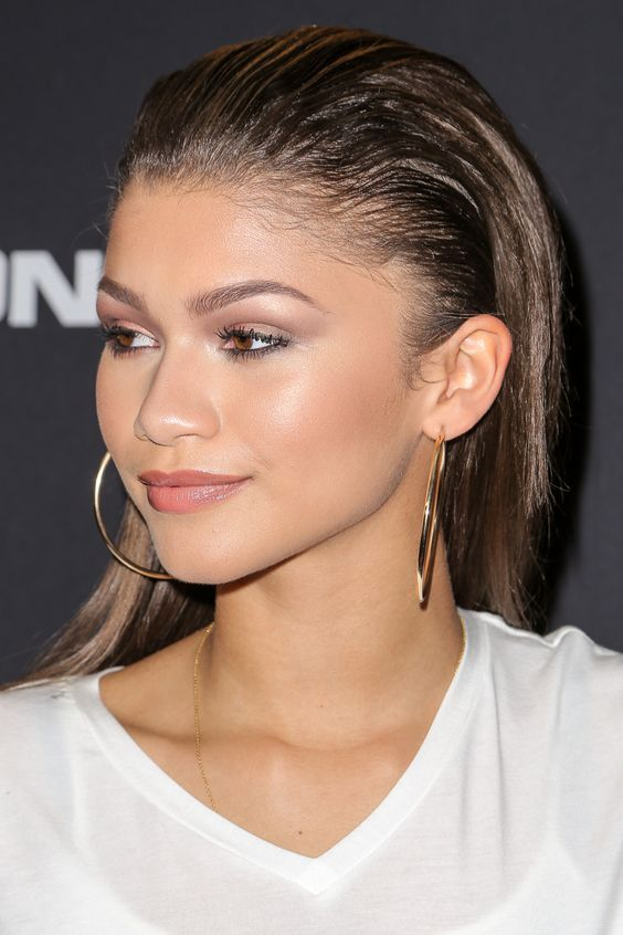 Peinados para primavera | Zendaya, Wet hair and Makeup
