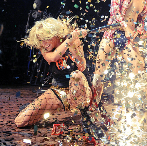 Ke$ha, live performance